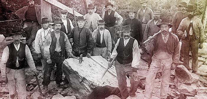 Anleggsarbeidere bygger demningen ved Theisendammen